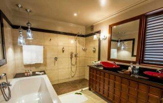 Plantation suite Bathroom