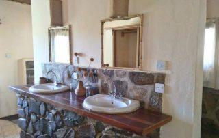 Ruaha Hilltop Lodge Bathroom