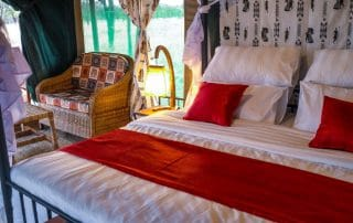 King Size Bedroom a Osinon Camps and lodges